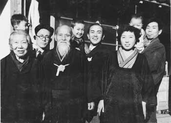 c. 1953. Left to right : Hatsu Ueshiba, Kisshomaru, Morihei Ueshiba, Koichi Tohei, Kisshomaru's wife, Sakuko, Morihiro Saito